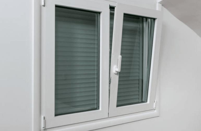 fenêtre oscillo-battante